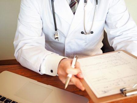 病院での診察画像